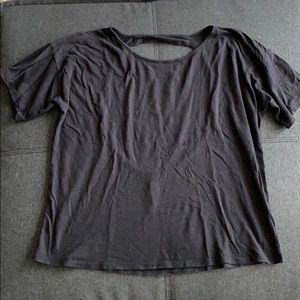 Black backless T-shirt